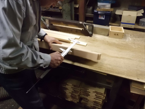 Measuring the with of the hinoki lumber
